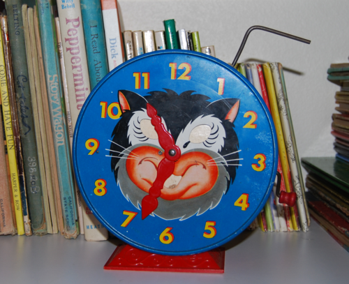 Tin kitty clock