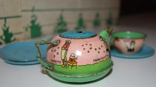 Disney pinnochio ohio art tin tea set 6