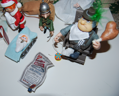 Santa claus is coming to town figures 4