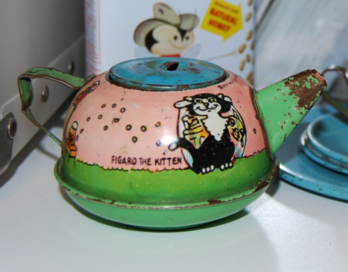 Figaro teapot