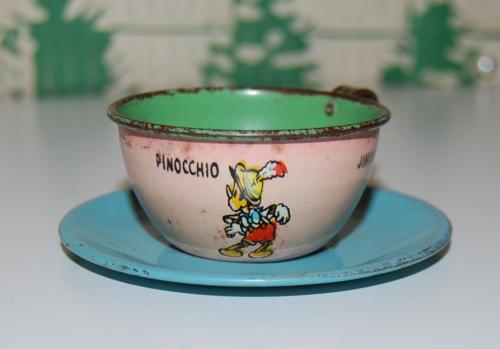 Disney pinnochio ohio art tin tea set 4