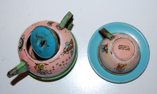 Disney pinnochio ohio art tin tea set 11