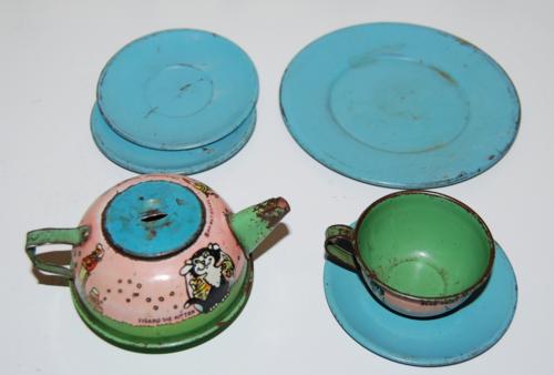 Disney pinnochio ohio art tin tea set x