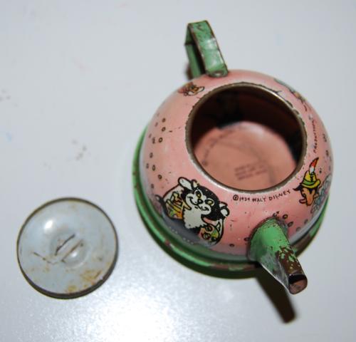 Disney pinnochio ohio art tin tea set 12