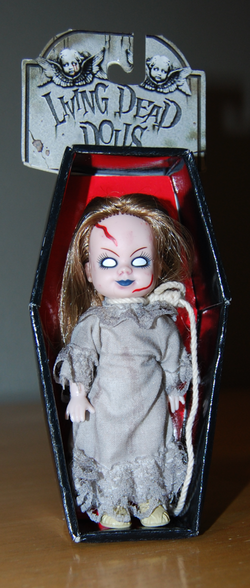 Living dead dolls scratches 2