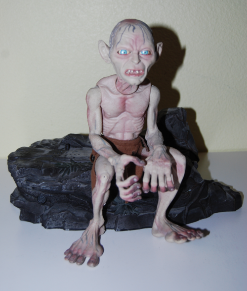 Gollum talking toy stand 1