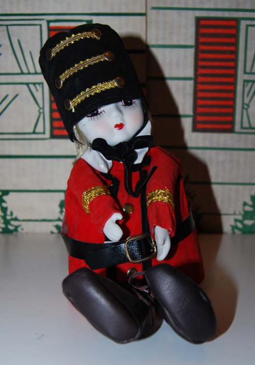 Vintage musical marching band doll 5