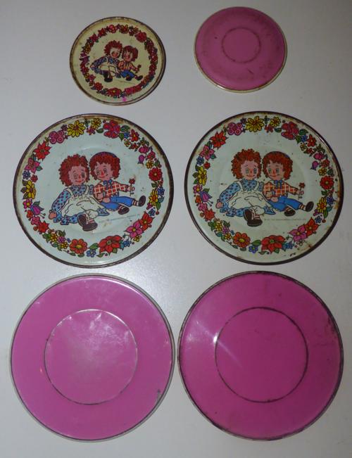 Vintage tin raggedy ann & andy plates 1