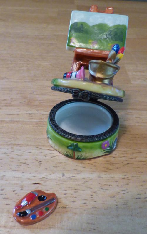 Easel ceramic pill box 3