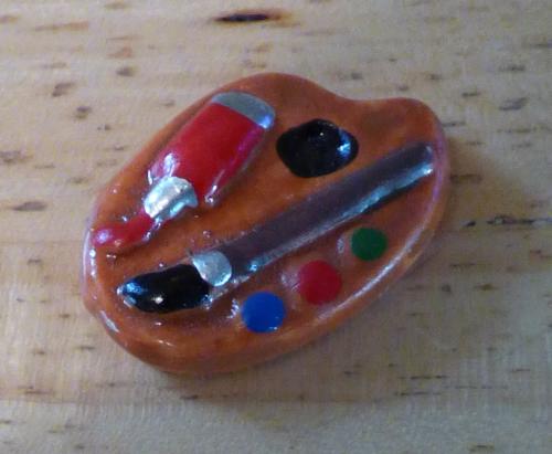 Easel ceramic pill box x