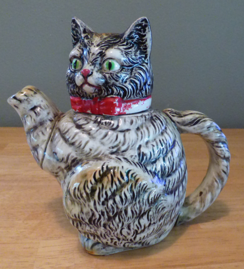 Vintage kitty teapot