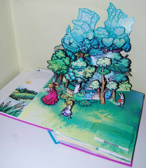 Alice popup book1