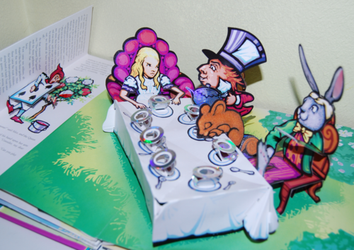 Alice popup book7