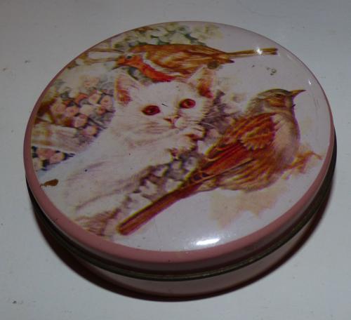 Vintage kitty tin