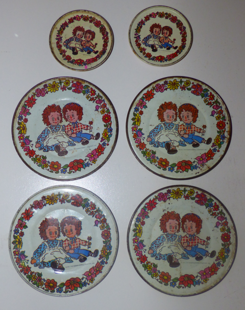 Vintage tin raggedy ann & andy plates