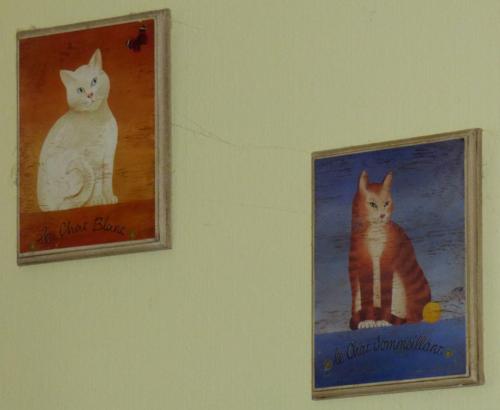 Wall kitties