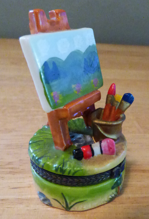 Easel ceramic pill box 1