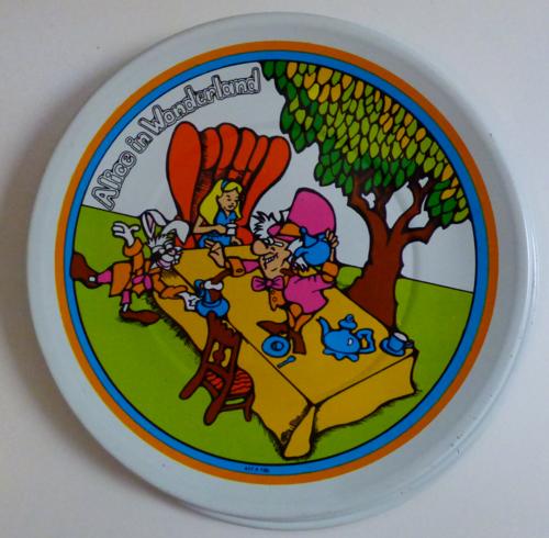 Alice in wonderland tin plates vintage 3