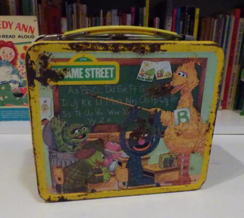 Vintage tin sesame street lunchbox 1