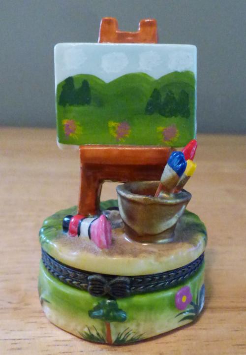 Easel ceramic pill box