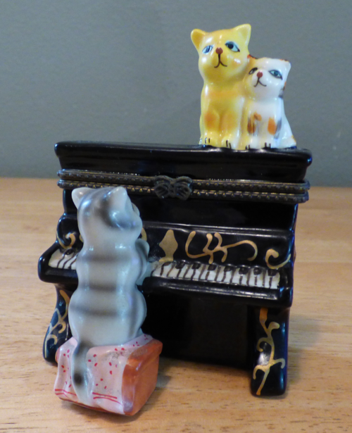 Kitty piano ceramic box