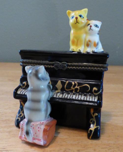 Kitty piano ceramic box