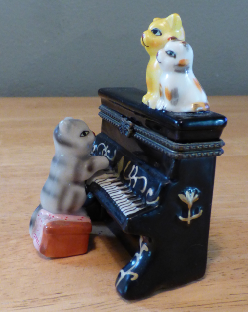 Kitty piano ceramic box 1