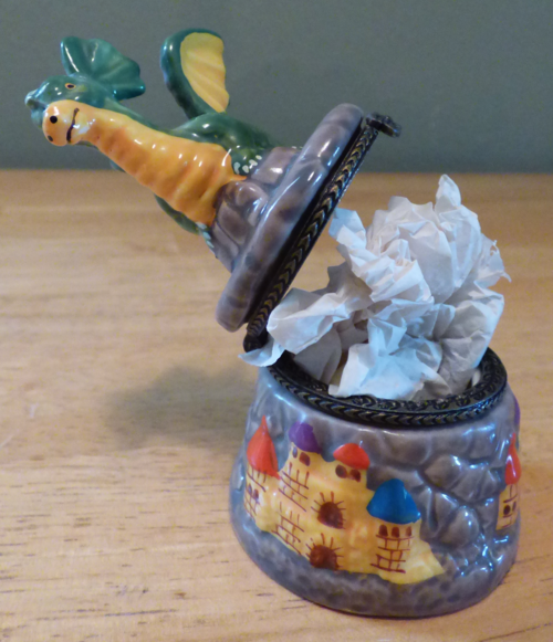 Ceramic dragon pillbox 4