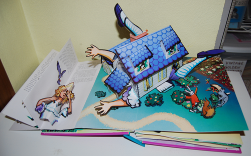 Alice popup book5