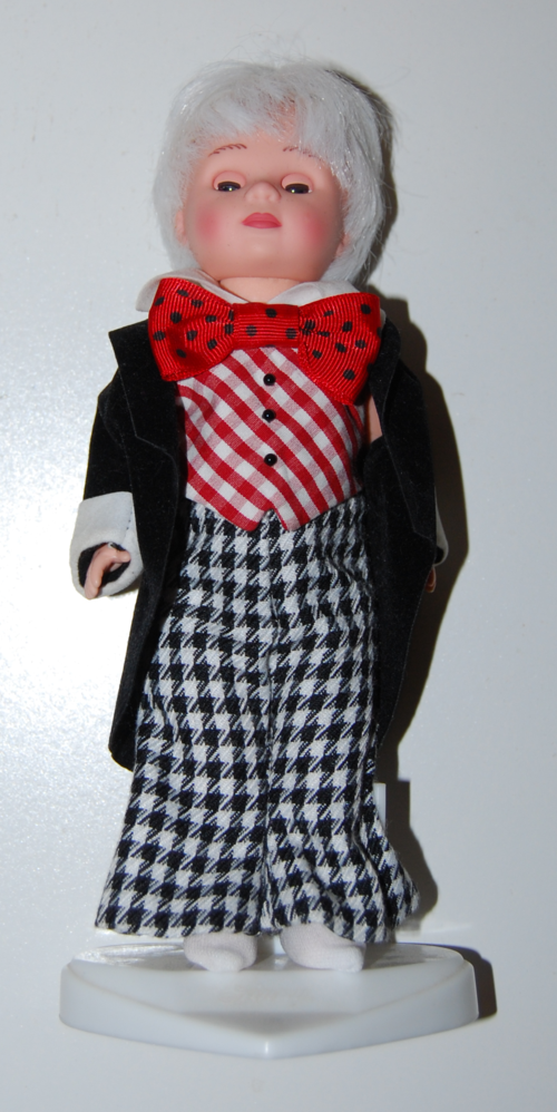 Madam alexander mad hatter doll 9