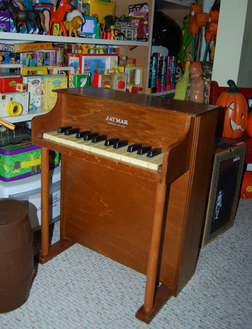 Vintage jaymar toy piano 3