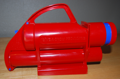 Kenner give a show projector 5