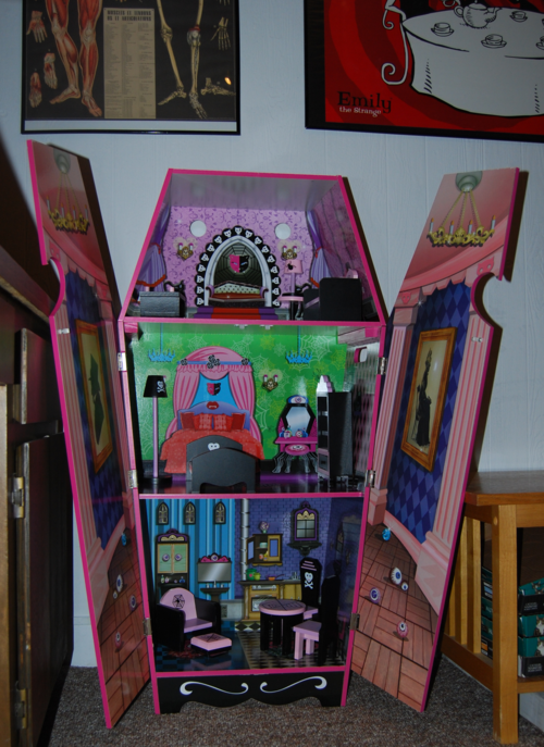Monster high vampire villa dollhouse 7