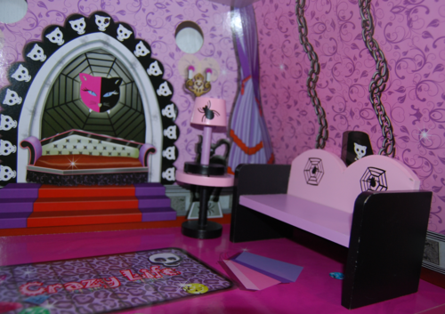 Monster high vampire villa dollhouse 10