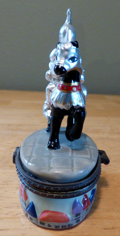 Ceramic knight pillbox 1