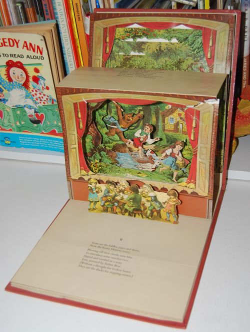 The childrens' theater antique pop up book 2