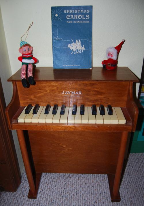 Vintage jaymar toy piano