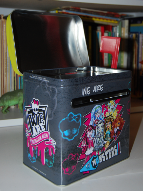 Monster high valentine mailbox (2)