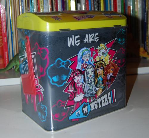 Monster high valentine mailbox 2