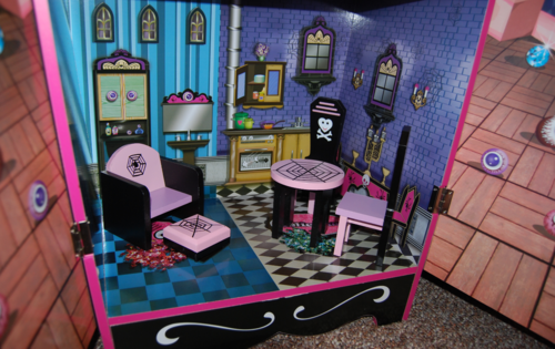 Monster high vampire villa dollhouse 9
