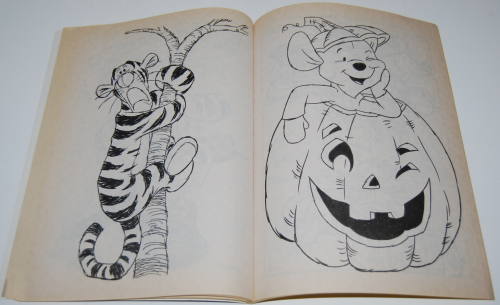Winnie the pooh halloween coloring book 4