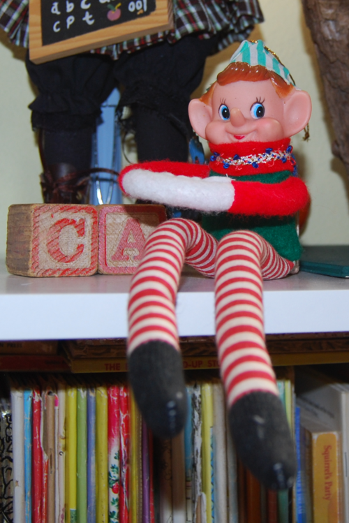 Vintage xmas elf on a shelf