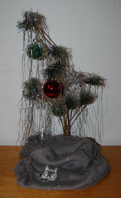 Charlie brown xmas tree (2)
