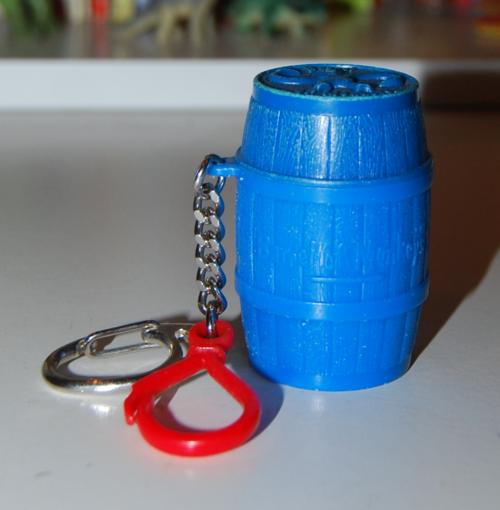 Mini barrel of monkeys key clip