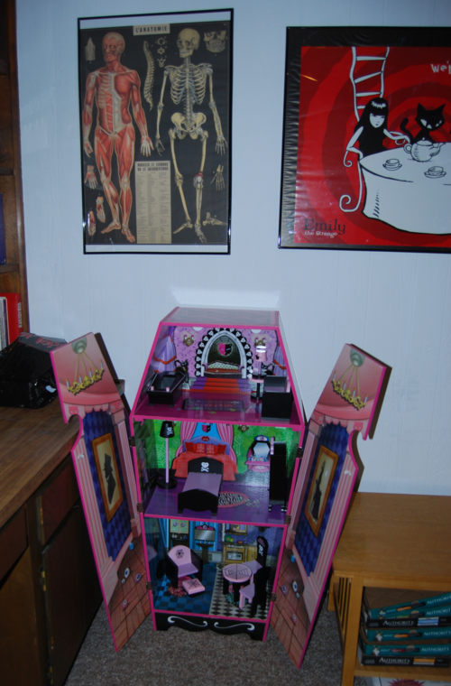 Monster high vampire villa dollhouse 8