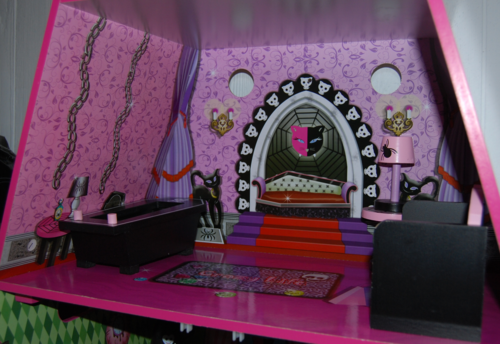 Monster high vampire villa dollhouse 5