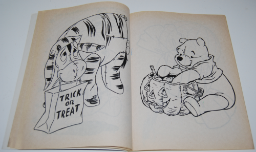 Winnie the pooh halloween coloring book 2