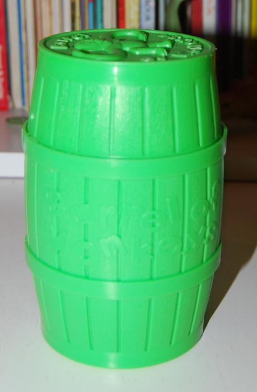 Barrel of monkeys green