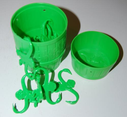 Barrel of monkeys green x