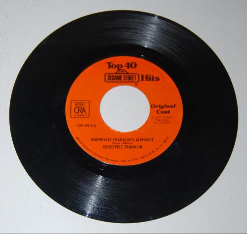 Vintage sesame street vinyl records (2)